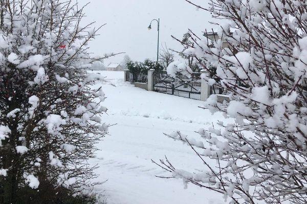 Des centimètres de neige recouvrent le village de Battenheim.