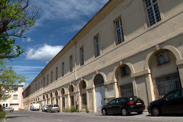 L'édifice dédié à la fabrication des cordages répartissait son activité sur deux étages. La corderie royale de Toulon se déploie sur environ 400 mètres.