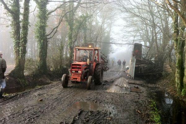 """Les tracteurs sur les routes de la """"ZAD"""""""