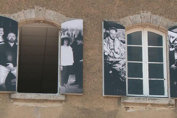 Repensé pour tenir compte de la distanciation sociale, l'Eté photographique de Lectoure s'expose dans toute la ville.