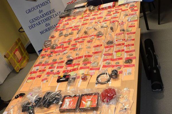 Des bijoux en or et argent récupérés par les enquêteurs de la gendarmerie