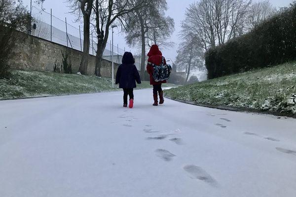 Sur le chemin de l'école ce lundi 8 février