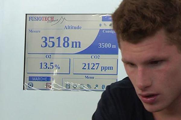 La salle en hypoxie reproduit les conditions d'une altitude élevée.