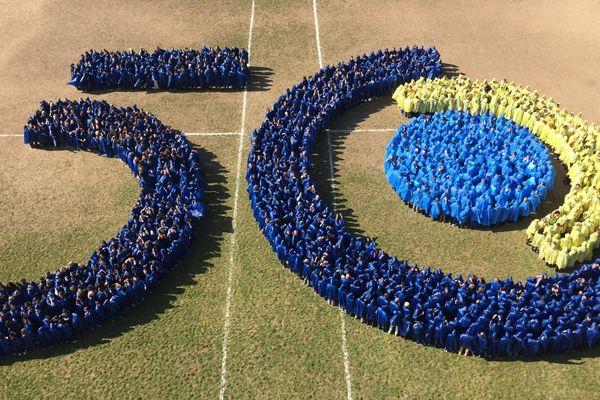 1.500 personnes sont composé un 50 ans géant ce vendredi 1er mars à Sophia Antipolis.