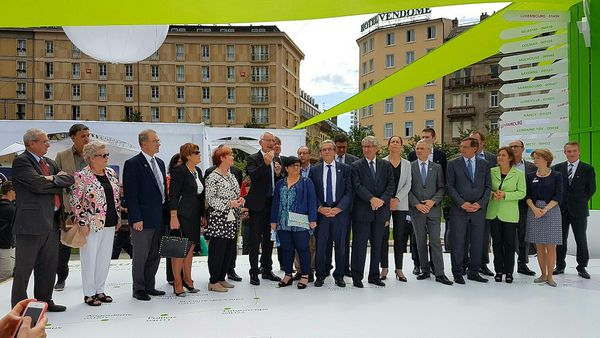 Guillaume Pépy, entouré d'élus strasbourgeois, dont le maire Roland Ries