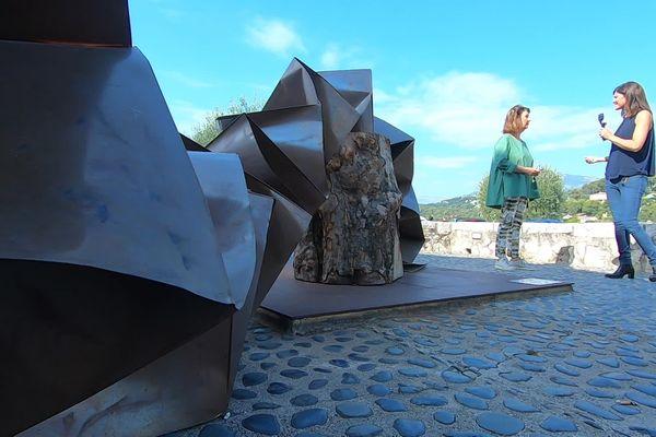 """""""Chaque artiste vient avec son propre message"""". Catherine Issert, commissaire d'exposition de la Biennale internationale de l'art contemporain dont la deuxième édition se déroule jusqu'au 2 octobre 2021."""