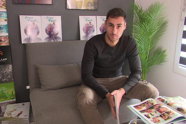 """Florian Genest alias MX18 nous parle de sa bande dessinée """"Frères de foot""""."""