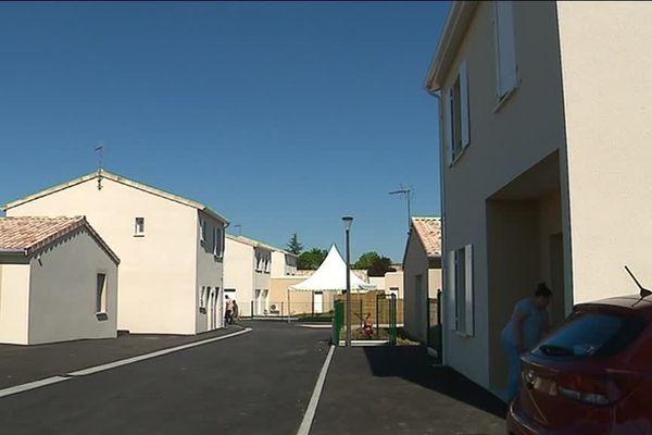 Ces vingt-quatre maisons appartiennent à l'Office Public de l'Habitat de L'Angoumois.