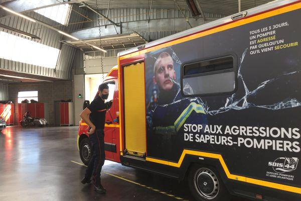 """Sur les ambulances des pompiers, le message """"stop aux agressions"""" sert à  alerter l'opinion publique"""