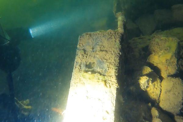 Ces plongeurs vérifient notamment les fondations des ponts parisiens.