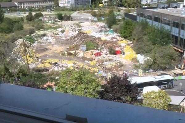 La décharge de Bagnolet vue d'un immeuble situé du côté de Montreuil.
