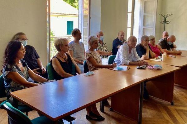 """Le collectif """"Maffia no, a vita ie"""" s'est rassemblé samedi à Venaco pour dénoncer la mafioisation de la société corse."""