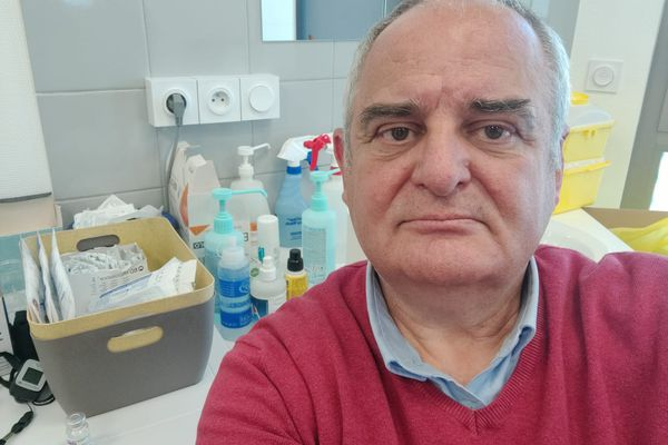 Patrick Vogt, dans son cabinet médical à Mulhouse, le 22 avril 2021