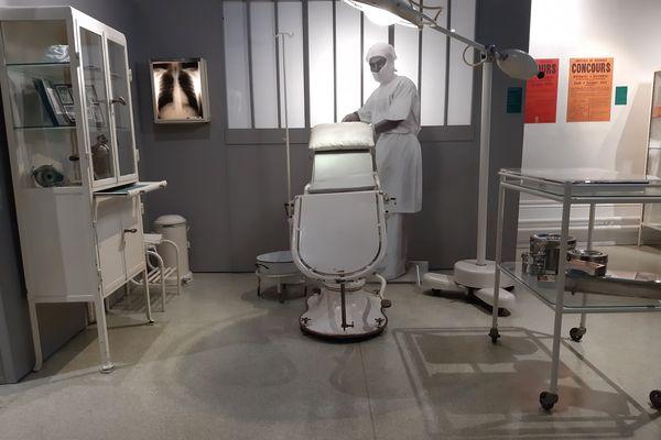 """Une """"salle d'opérations"""" des années 1920 reconstituée"""