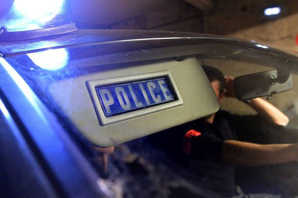 Illustration police de nuit