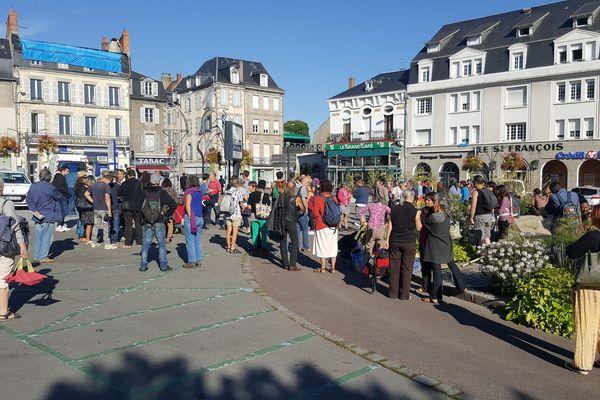 Rassemblement place Bonnyaud à Guéret en soutien à un Soudanais.