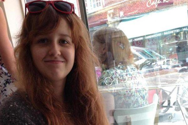 Emilie est décédée à l'hôpital le 22 janvier 2016, un mois environ après s'être jeté par la fenêtre, chez son père, à Lille.