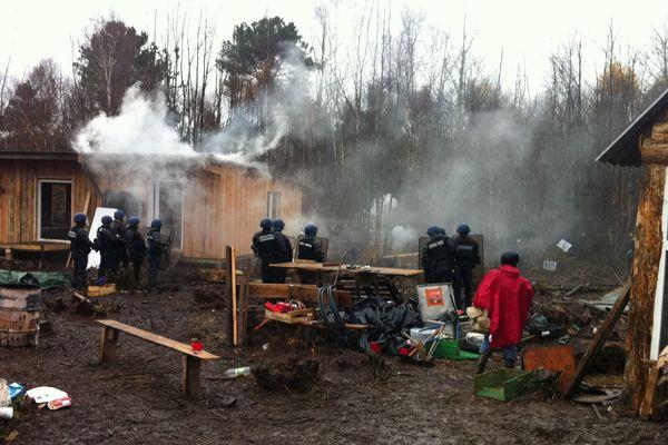 Cabanes en feu par Antoine Ropert