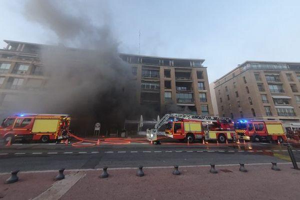 """Le feu a débuté vers 15h30 dans le restaurant les """"buffets du Vieux-Port"""""""