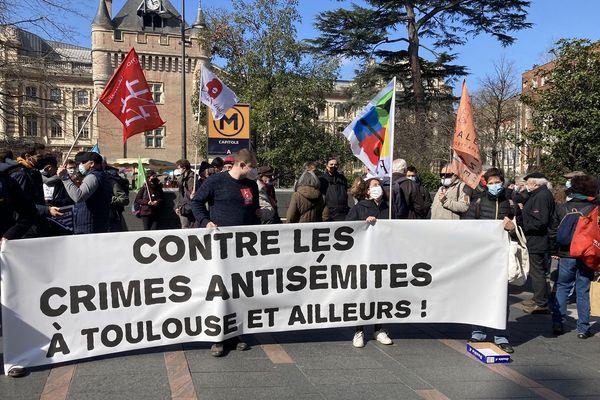 Une vingtaine de partis de gauche, d'associations antiracistes ou culturelles appelaient à ce rassemblement.