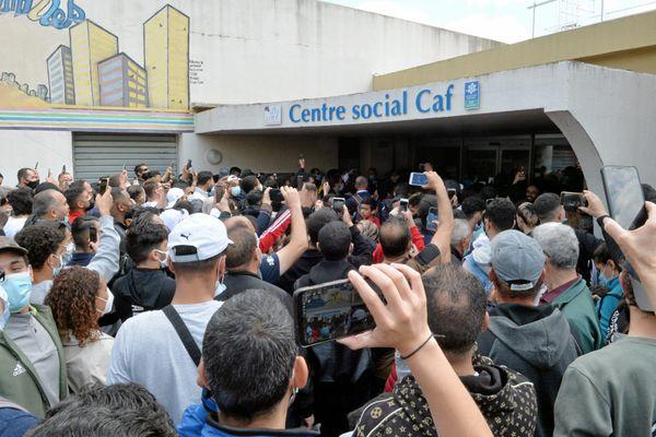 Montpellier - ma foule devant la CAF pour voir Emmanuel Macron - 19 avril 2021.