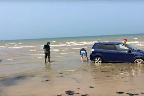 Un tracteur a sauvé la voiture... de justesse !