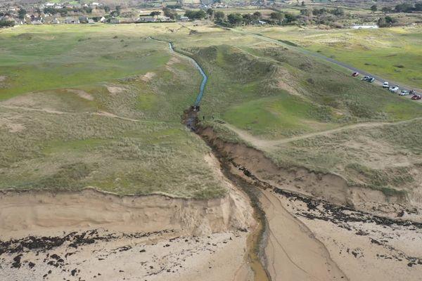 Le cordon dunaire s'est élargi en quelques semaines à Surtainville sur la côte Ouest du Cotentin.