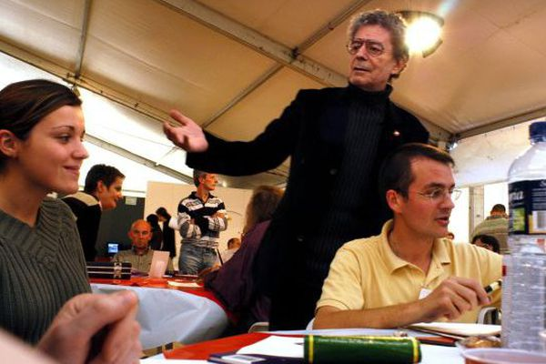 Photo prise de Loup en 2003 au Salon de dessin de presse et d'humour de Saint-Just-le-Martel