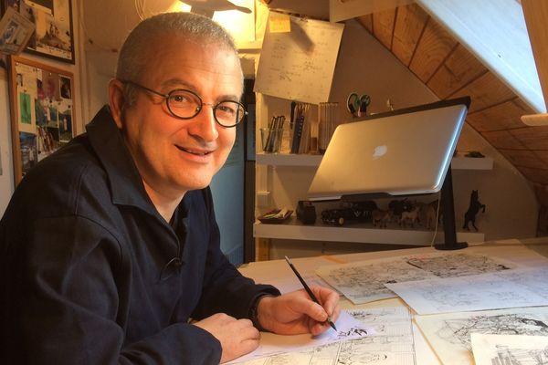 Philippe Tarral dans son atelier. Il ne travaille pas au feutre mais au pinceau
