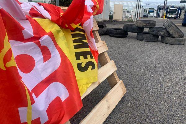 Une trentaine de salariés bloquent le dépôt des bus à Nîmes