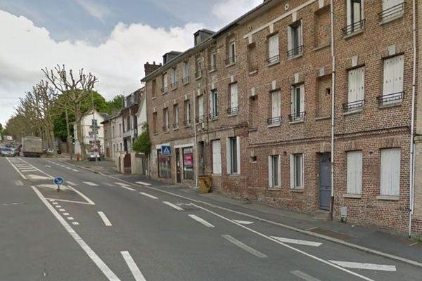 Rouen : le 32 route de Neufchâtel est l'immeuble en briques situé à droite de l'image