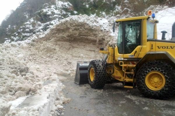 La route vers le village de nouveau victime d'une coulée de neige