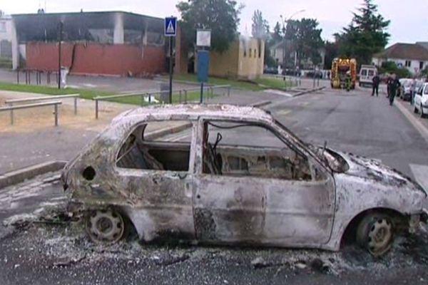 Voiture brûlée lors des émeutes à Amiens nord le 13 août 2012 (archive)