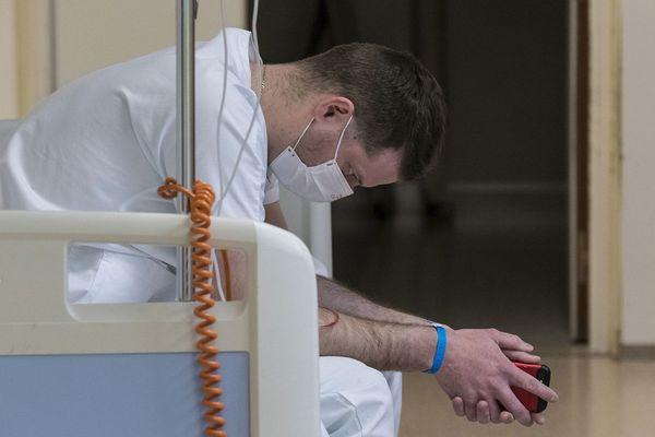 ILLUSTRATION : Dans tous le pays, le personnel soignant en en flux tendu, pour faire face à une épidémie qui ne cesse de prendre de l'ampleur