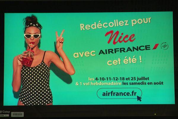 Le 30 juin 2020 cette publicité affichée sur un écran du hall de Lorraine Airport proposait de redécoller pour Nice. La reprise sera de courte durée puisque la liaison sera arrêtée par Air France d'ici fin octobre.