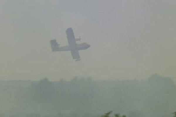 Les avions bombardiers d'eau en action