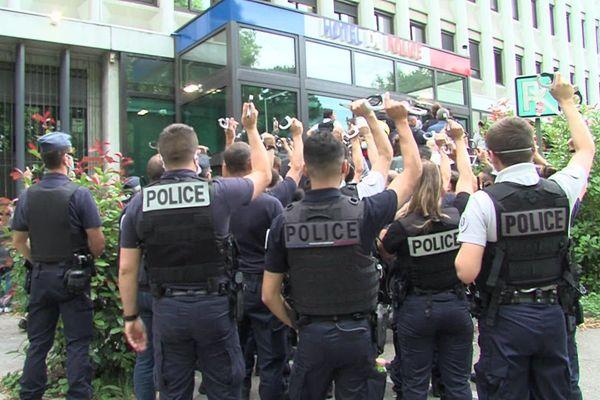 En juin, les policiers manifestaient déjà leur ras-le-bol à Grenoble.
