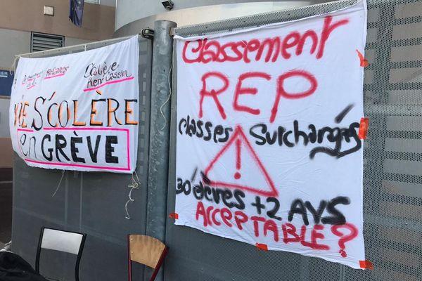 Agde (Hérault) - le collège René Cassin en grève et fermé - 26 septembre 2019.