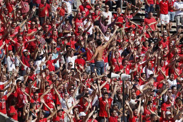 Les supporters du Nîmes olympique.