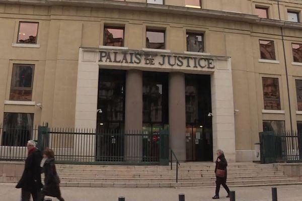 Les faits sont jugés cette semaine, plus de 3 ans après avoir été commis dans le centre-ville de Nîmes