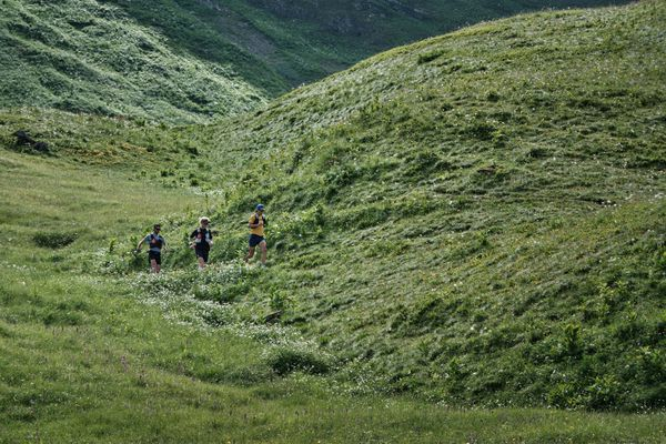 Martin Kern, Grégoire Curmer et Baptiste Robin lors de la traversée Chamonix-Briançon