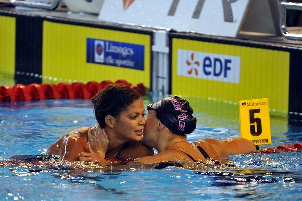 Coralie Balmy a remporté le 800 mètres nage libre devant Julie Berthier.
