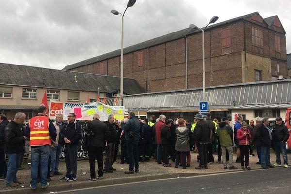 La solidarité affichée des salariés et des habitants de Bessé-sur-Braye lors de l'opération ville morte du jeudi 28 février dernier.