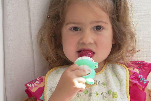 La petite Elizabeth a eu l'oesophage brûlé par de la soude caustique dans un restaurant de Pornic en août 2019