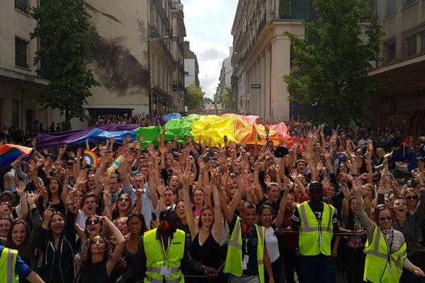 20 ans et 10 000 personnes pour la marche des fiertés à Nantes le 11 juin 2016