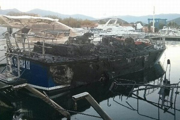 31/10/14 - La vedette SNSM de Saint-Florent détruite lors d'un incendie