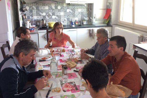 Depuis un an, Laure Blée-Villard a abandonné son métier de comptable pour pratiquer l'accueil familial, chez-elle à Brives-Charensac, en Haute-Loire.