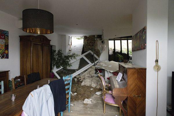 Les intempéries ont engendré des dégâts dans des maisons le long de l'Huveaune à Marseille le 4 octobre 2021.