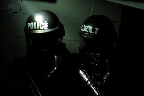 """Le """"Swatting"""" du nom des sections d'assaut de la police américaine."""