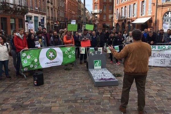 La manifestation de défense de l'agriculture bio devant la préfecture de région à Toulouse